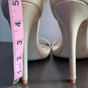 Galya heels. Nude color. No shoe box